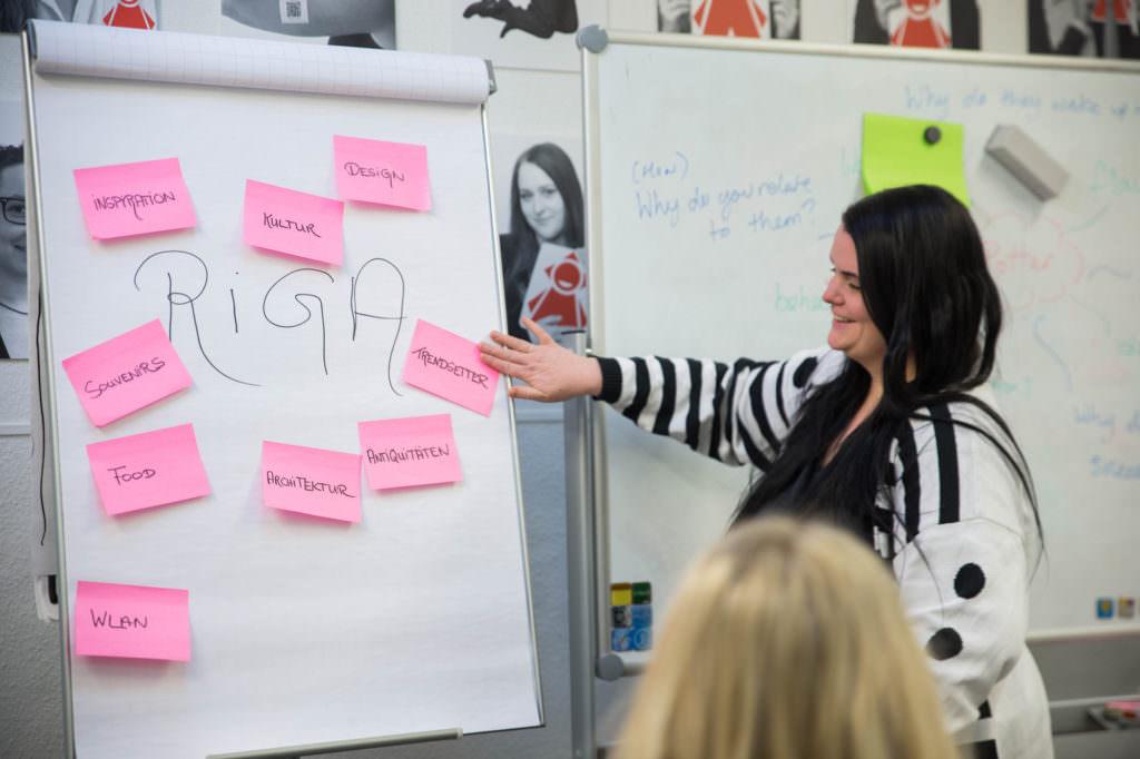 Christiane will die Hotspots von Riga erkunden