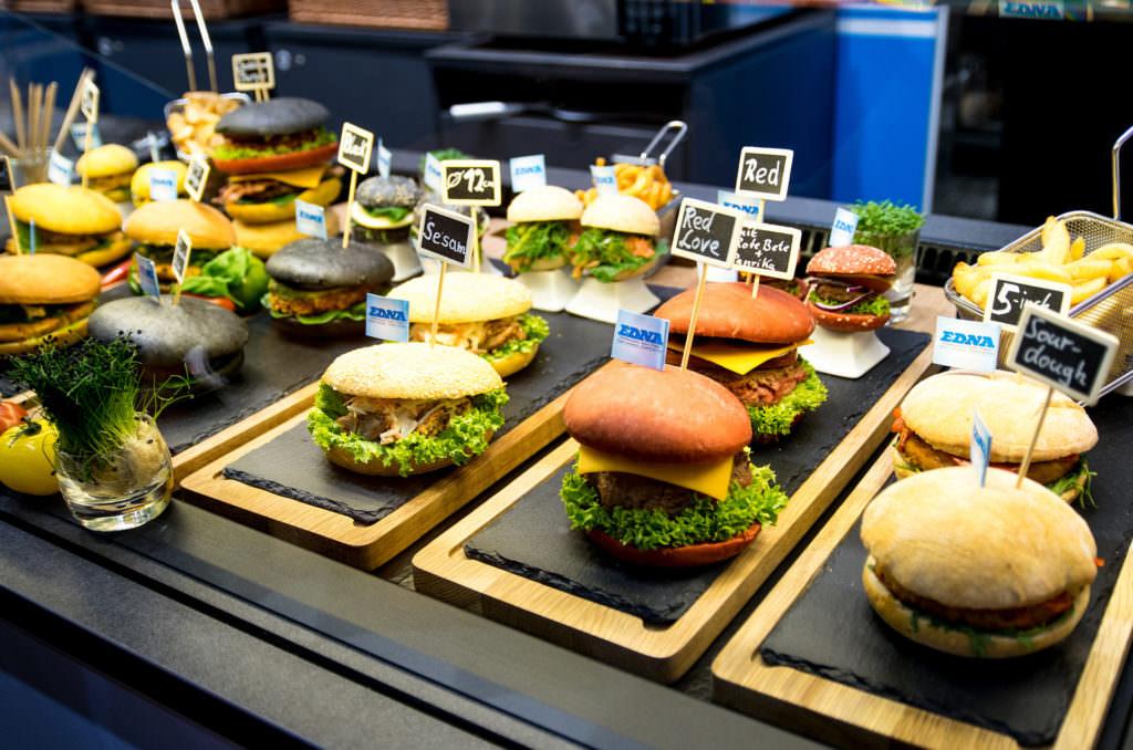 Rot, gelb, schwarz: Die neuen Hamburger-Brötchen Kreationen