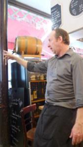 Claude, der französische Restaurantbesitzer