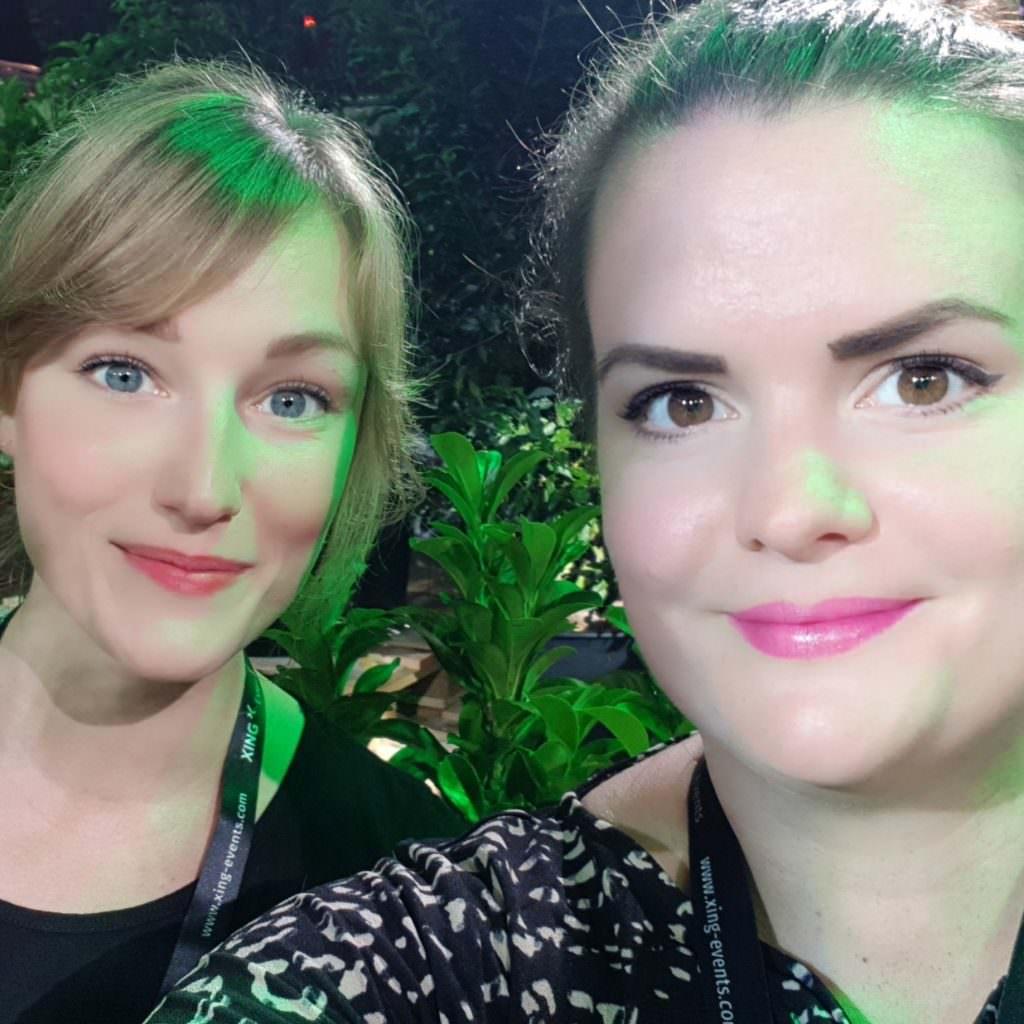 Das sind wir (Sabrina und Chrissy) zu Beginn unseres Abenteuers beim Fifteen Seconds Festival!